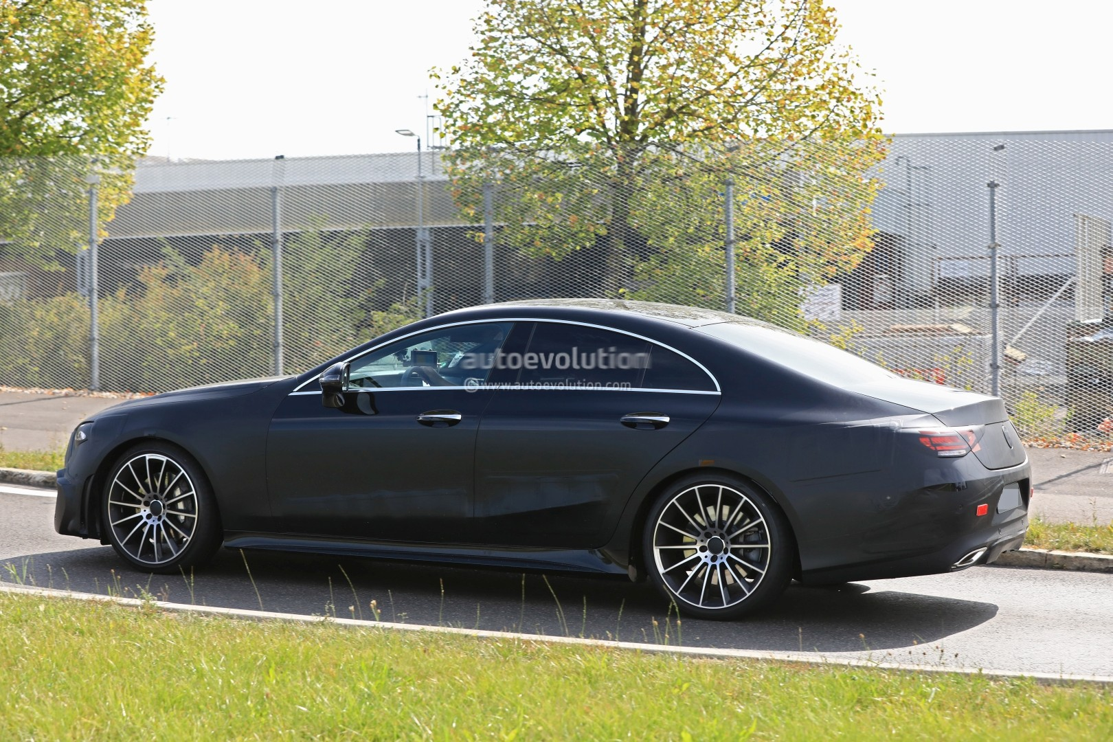 spyshots-production-ready-2018-mercedes-benz-cls-amg-line-has-darth-vader-face_4.jpg