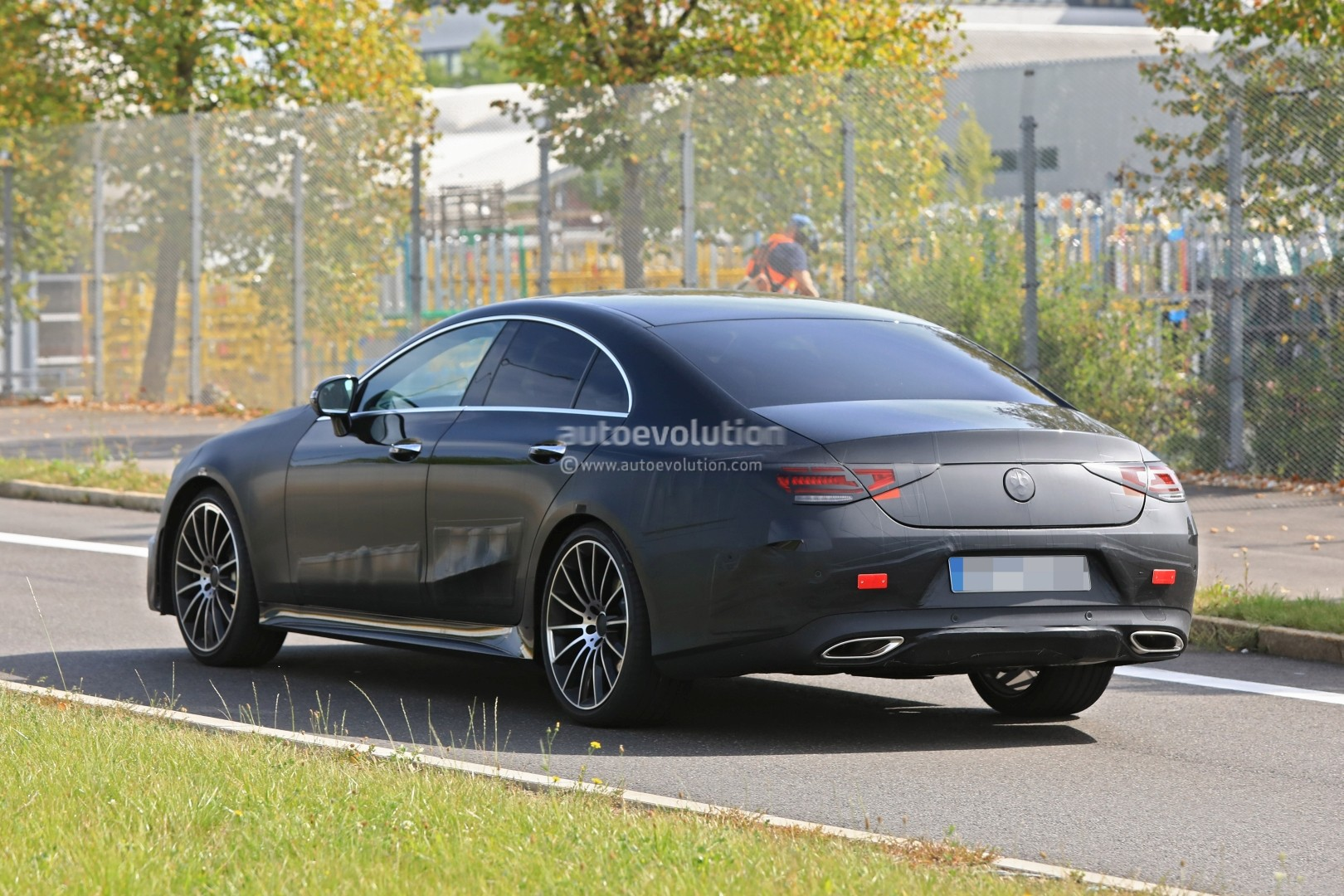 spyshots-production-ready-2018-mercedes-benz-cls-amg-line-has-darth-vader-face_6.jpg
