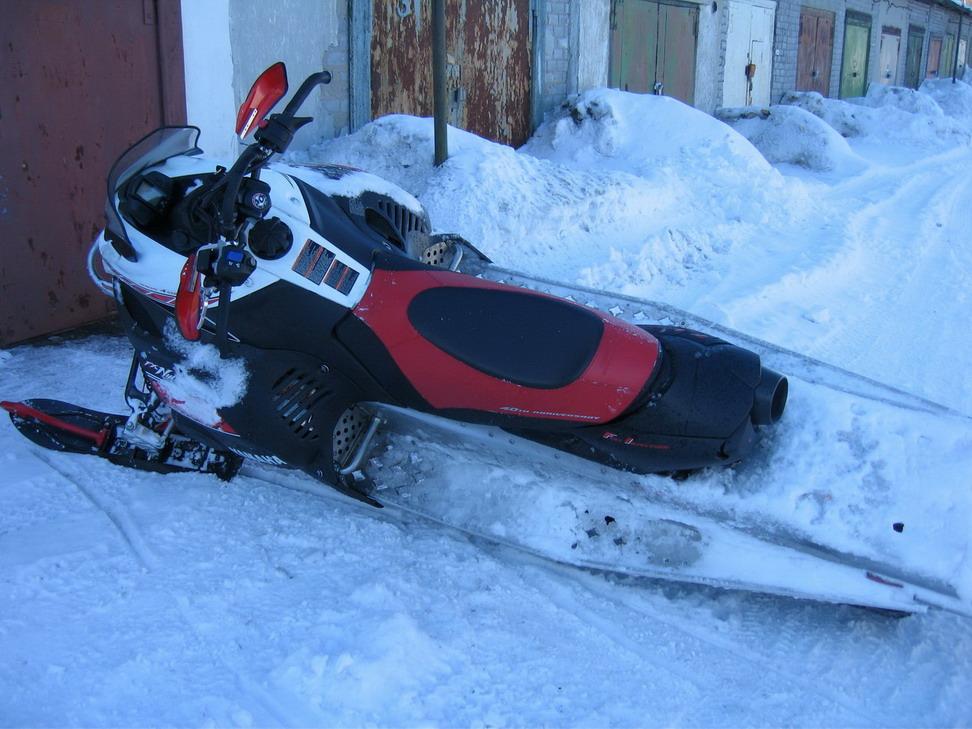 Видео на снегоходе негры